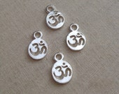 20 pcs Aum (Om) charms - Silver plated - Lead, Nickel and Cadmium free