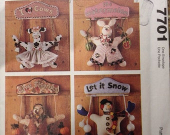 Plush Stuffed Welcome Animal Signs, Cow, Pig, Turkey or Snowman Country Craft McCalls 7701 Sewing Pattern
