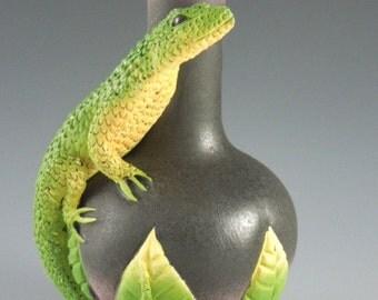 Lone Lizard Vase
