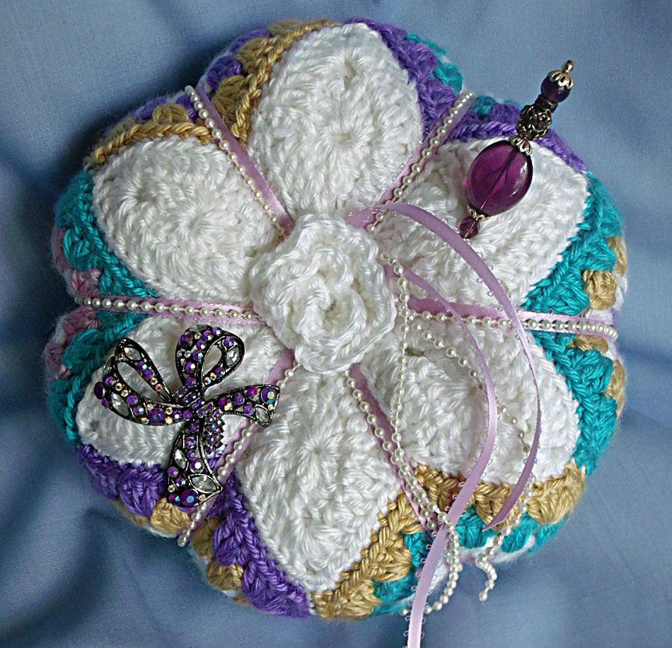 Crochet Flower Pillow Pattern Star applique flower pincushion