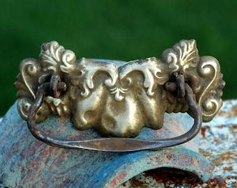vintage drawer handle...   T2  L