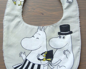 Moomin bib with a snap, big size, Finland