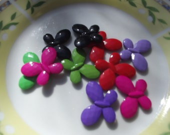 10 Pcs Multi Color Butterfly  17mm x 21 mm oval Plastic beads...Lucite Beads...Findings