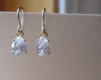 Simple Tear Drop Earrings in Gold