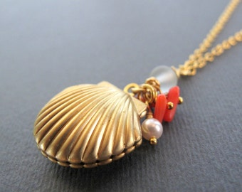 Sea Shell Locket, Gold Clam Shell, Pearl Charm, Ocean Inspired Beach Necklace Locket - SEA SHELL