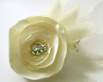 IVORY ROSE Flower and Feather Hair Fascinator Clip with Ivory Skeleton leaves and Rhinestone Jewels