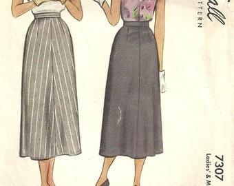 McCall 7307 / Vintage 40s Sewing Pattern / Skirt / Waist 26
