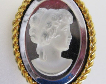 Darling Vintage Victorian Style Resin Cameo Brooch