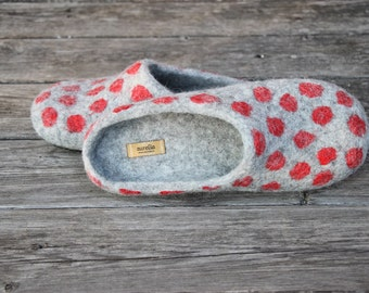 Grey felted slippers with red polka dots wool slippers red wool clogs home shoes women winter shoes Christmas gift - handmade to order