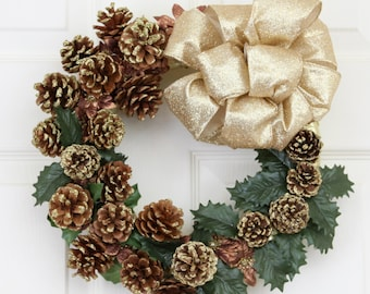 Pinecone Frenzy Holiday Wreath, Small Christmas Wreath