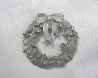 Pretty vintage pewter Holiday wreath pin brooch by Seagull of Canada