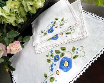 Vintage Dresser Doilies Set - Duchess Embroidered Doilies 5560