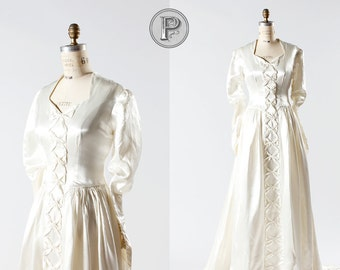 1940s wedding dress / 40s bowed bridal dress with train : Tying the Knot