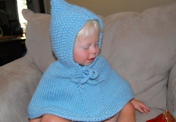 hand stricken baby blue poncho mit kapuze weiche schurwolle. Black Bedroom Furniture Sets. Home Design Ideas