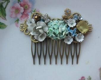 Breathtaking.vintage glass rhinestone bridal shabby chic french hair comb