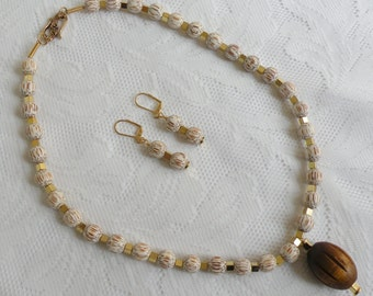 Palm Wood Necklace and Earring Set with Chinese Little Leaf Boxwood Pendant