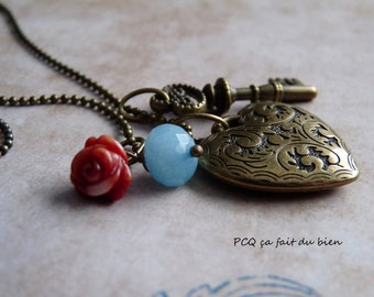 Chain with old key & heart in brass with coral flower and stone