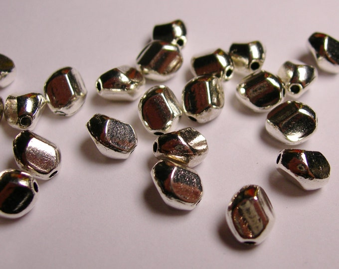 24 faceted silver tone beads - asymmetric  silver beads - 24 beads -   ASA30