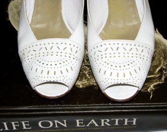 Vintage 1980s White Bruno MAGLI Slingbacks Women's Shoes Italy
