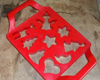 Vintage Red Plastic Multiple Cookie Cutter Rectangle Handle Baking Christmas Bell Star Angel Tree Angel Retro Home Holiday Kitchen