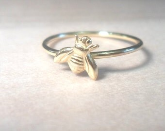 Bee ring, Tiny Bee Ring, Gold bee ring, gold rings, midi rings, gold midi rings, knuckle ring, honeybee ring, bee jewelry, gift for her