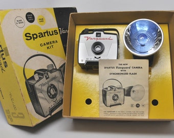 VINTAGE CAMERA, BLACK Spartus Vanguard with Flash and Original Box