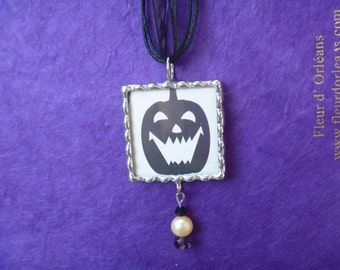 Halloween pendant, 2 sided, pumpkin, spider. Pearl and glass dangle.