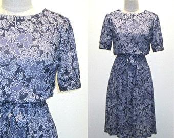 Vintage 80s boho dress BLUE FLORAL short sleeved pleated day dress - M