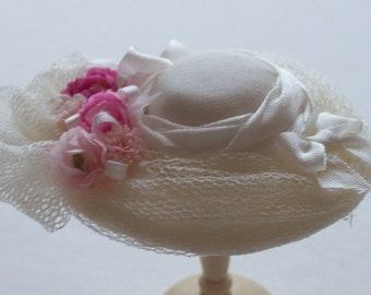 Pretty 1/12 scale handmade dollhouse miniature  ivory silk hat