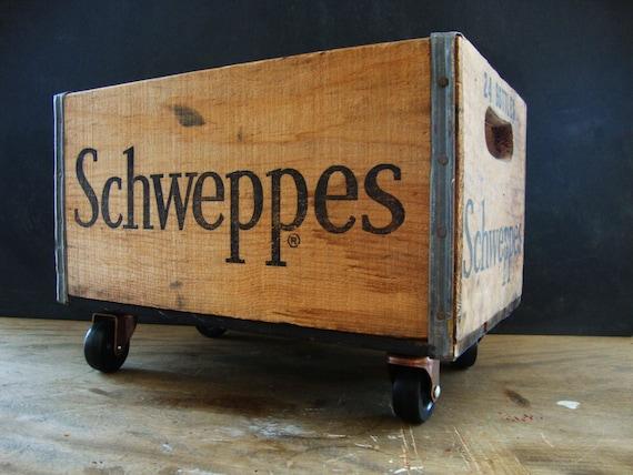 Caisse en bois de schweppes vintage industriel roulettes - Caisse en bois sur roulettes ...