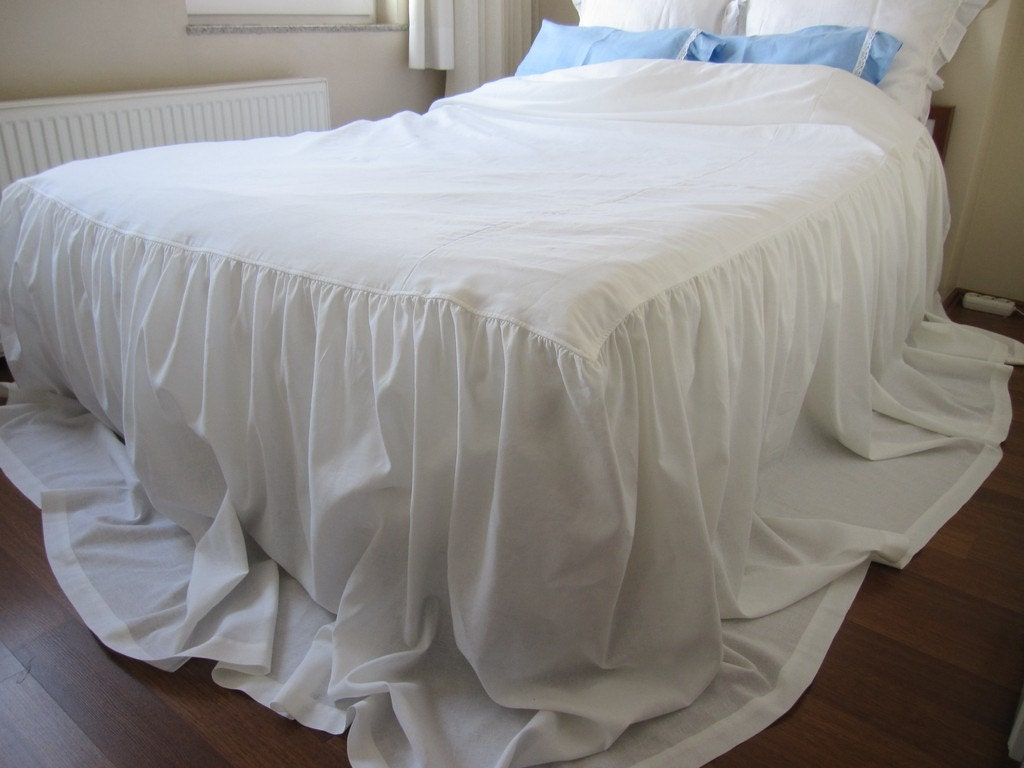 Three Sided Skirted Coverlet 30 35 Inch Drop Bedspread