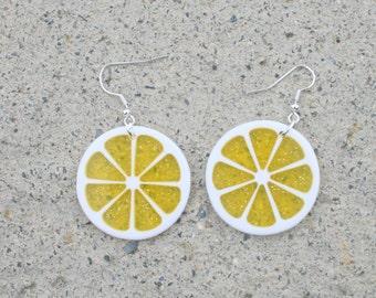 Vintage LEMON Earrings....dangly. cute. kitschy. vintage charms. lemonade. charm earrings. retro. kitsch jewelry. fruit. lemon slice. drink