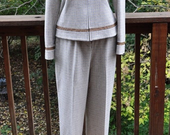 1990s Pendleton Wool Pants. Winter White Plaid Trousers. Women's vintage suit pants. Size 6.