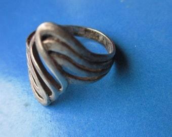 70s Vintage Mod Wave Sterling Ring 7 hallmarked tarnished