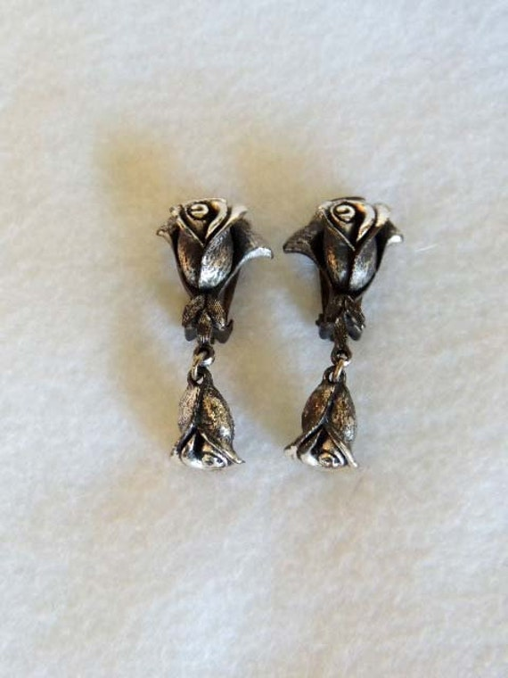 Vintage Antiqued Silvrtone Rosebud DANGLE CLIP EARRINGS.. Signed Tortalani