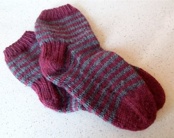 M-L maroon & heathered gray striped wool lounging socks