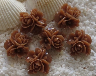 Resin Flower Cluster Cabochon - 16mm x 17mm - 12 pcs - Light Chocolate