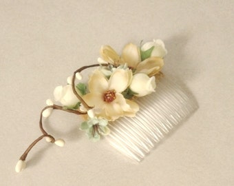 Bridal party accessories Woodland Wedding hair comb mint green ivory Bridal headpiece pip berries champagne Bridal party hair flower