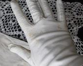 Vintage Ivory Leather Ladies Wrist Gloves Italy (J3)
