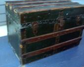 Vintage Storage Trunk with Storage Tray