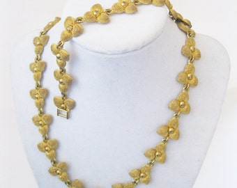 Flower Necklace and Bracelet Set Gold Tone Vintage. free shipping