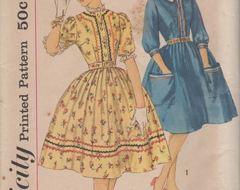 FACTORY FOLDED 1950's Misses' Dress With Detachable Collar Simplicity 3301 Size 16 Bust 36