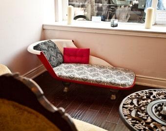 SCARLET Redux Tub Chaise - Modern Antiquity