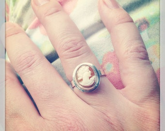 Beautiful Vintage Italian Hand Carved Shell Cameo Bezel Setting Sterling Silver Ring Size 6