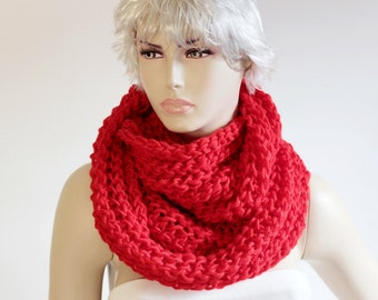SALE - chunky  knit crochet inifinity loop scarf, red   knit scarf