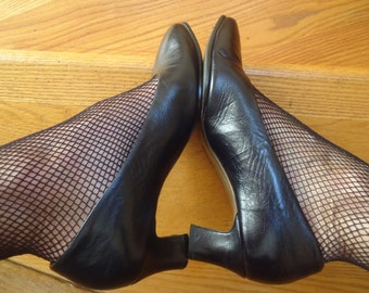 Black leather classic court pumps low retro style heel for your 1920's-1930's costume for stage or work size 6 US