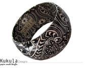 Black Vibe paper bangle - Paper mache bracelet black & white print