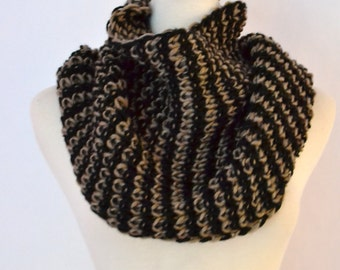 SUPER SALE 22.00 Honeycomb Mocha Chunky Knitted Infinity Loop Circle Scarf, Snood, Cowl, Women's Knitted Scarves