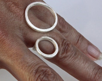 """Contemporary ring """" 2O """" in sterling silver"""