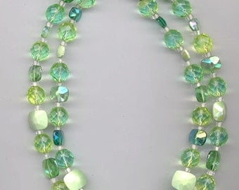 Sparkling 2-strand vintage glass bead necklace with beads in shades of green